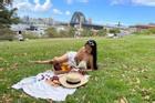 Ăn salad chay 'cầu vồng' đều đặn mỗi ngày, mẹ Việt ở Úc vẫn dạt dào sữa cho con