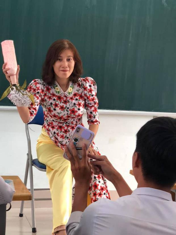 Làm tóc mới học trò đòi chụp ảnh cùng, nhìn thành quả cô giáo giận tím người-2