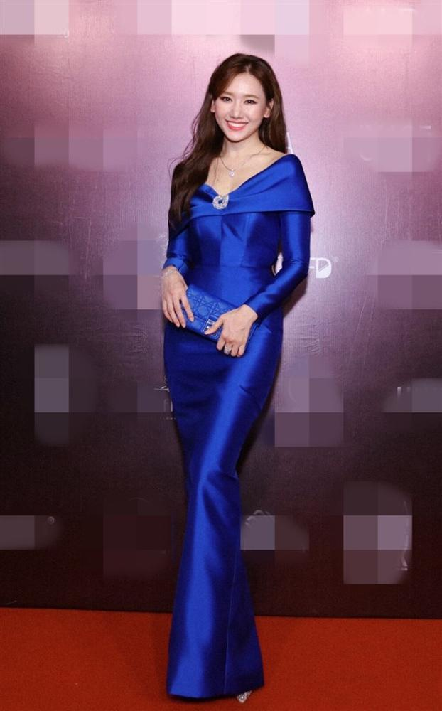 Hơn Hoa hậu Đỗ Thị Hà 16 tuổi, Hari Won đẹp chẳng kém cạnh khi đụng hàng-5