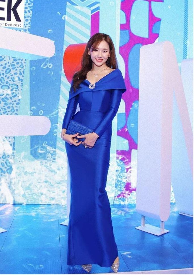 Hơn Hoa hậu Đỗ Thị Hà 16 tuổi, Hari Won đẹp chẳng kém cạnh khi đụng hàng-7