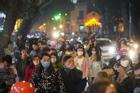 Chùm ảnh: Người dân đổ ra đường đón Giáng sinh, tình trạng ùn tắc kéo dài, nhiều phương tiện di chuyển khó khăn