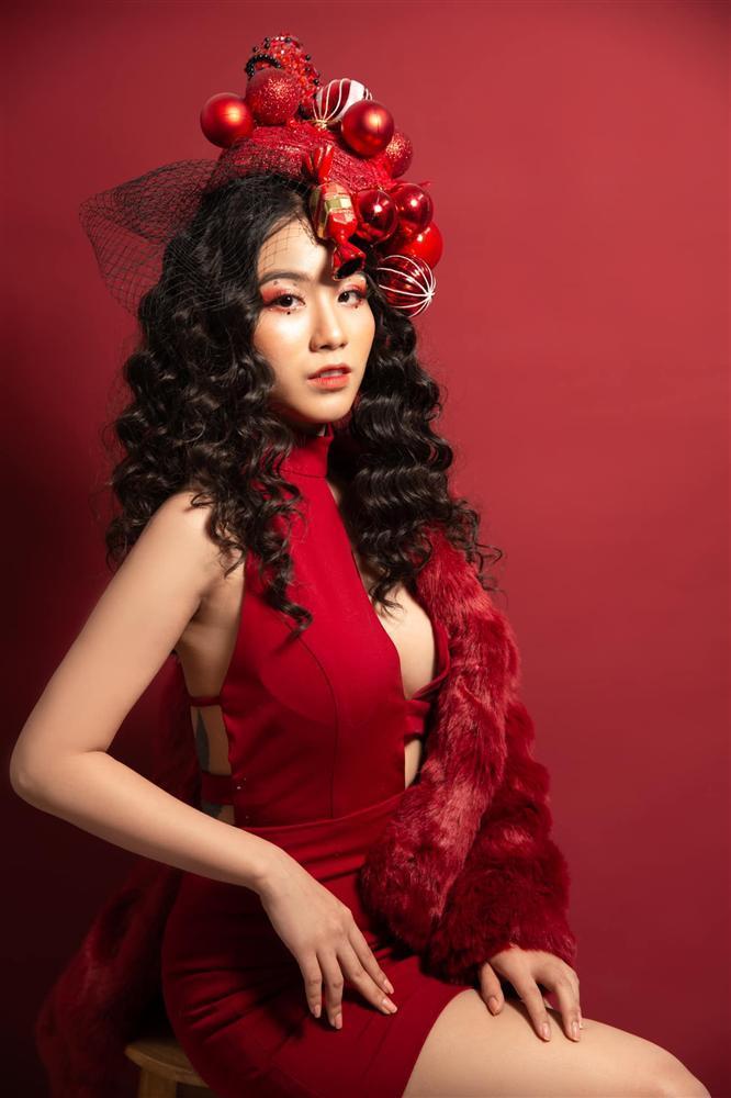 Đêm Noel của hot girl Việt: Kelly được tặng tiền trăm triệu, Linh Miu diện đồ hở hang-4