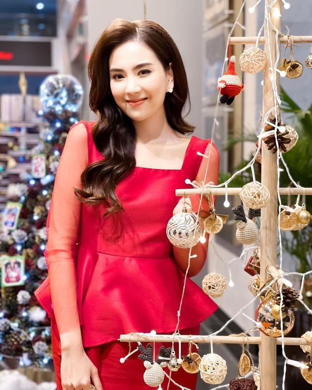 Đêm Noel của hot girl Việt: Kelly được tặng tiền trăm triệu, Linh Miu diện đồ hở hang-10