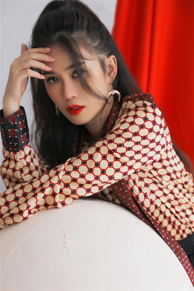 Đêm Noel của hot girl Việt: Kelly được tặng tiền trăm triệu, Linh Miu diện đồ hở hang-2