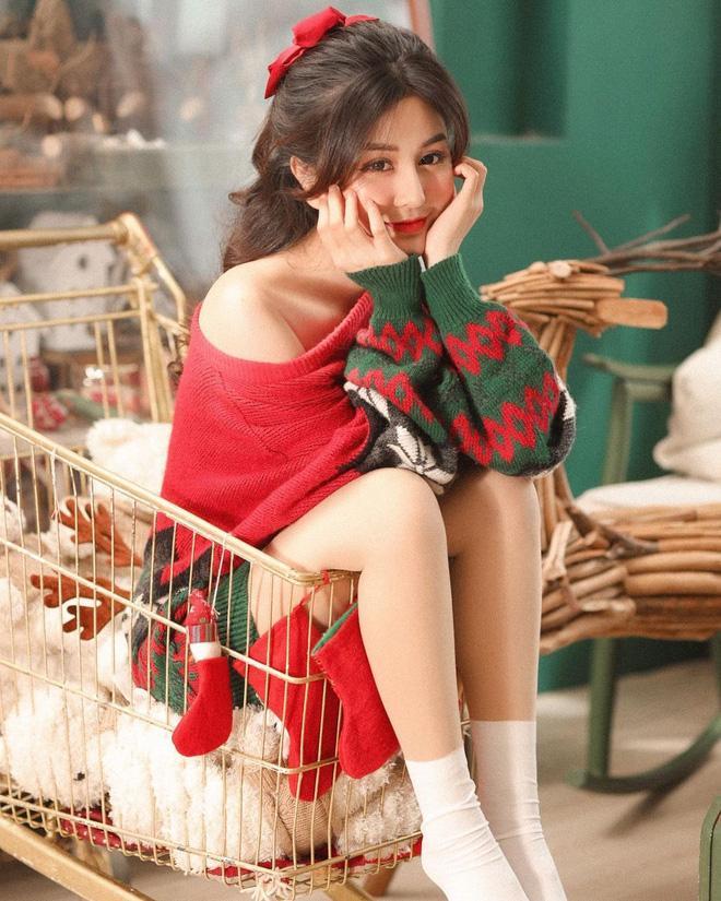 Đêm Noel của hot girl Việt: Kelly được tặng tiền trăm triệu, Linh Miu diện đồ hở hang-9