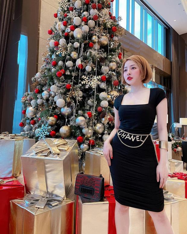 Đêm Noel của hot girl Việt: Kelly được tặng tiền trăm triệu, Linh Miu diện đồ hở hang-7