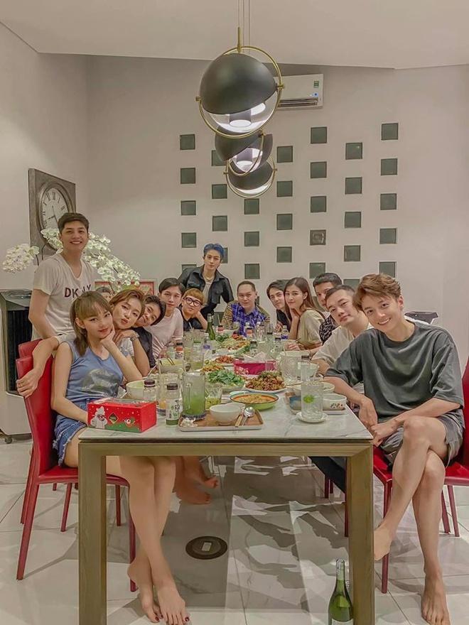 Gia đình văn hóa đón Giáng sinh: Vòng 1 Đông Nhi đánh bay sức nóng 4 người-5
