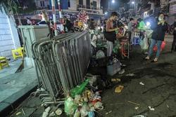 Sau đêm Giáng sinh, đường phố Hà Nội lại ngập trong 'biển rác'