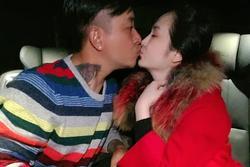 Tuấn Hưng bị soi 'nghiệp dư' khi hôn môi bà xã