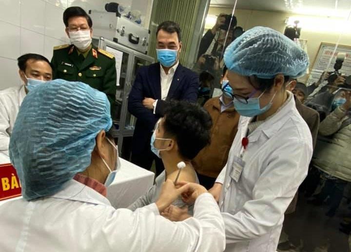 Người Việt có thể tiêm vaccine COVID-19 quý I năm 2021, giá 1,1 triệu đồng/2 mũi-1