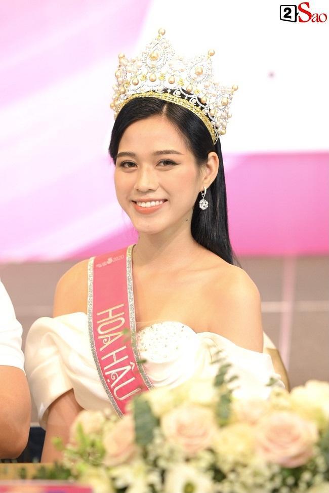 Hoa hậu Đỗ Thị Hà gặp Đàm Vĩnh Hưng: Gọi anh hay chú cho phải phép?-4
