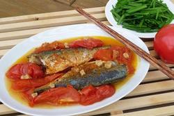 Làm cá nục sốt cà chua ngon như đóng hộp, hóa ra mẹo cực dễ nằm ở bước này