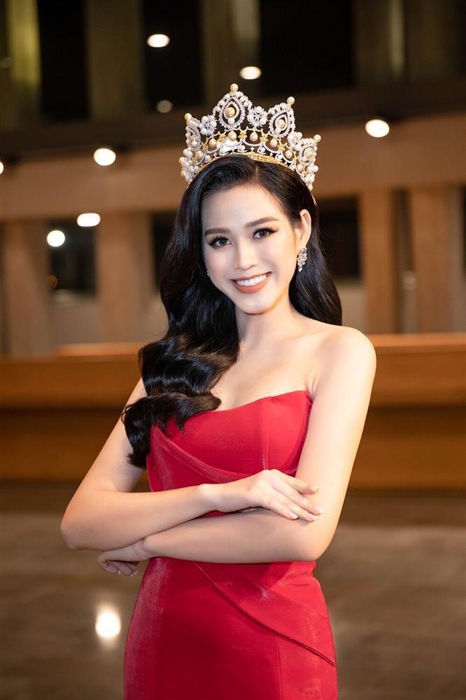 Đỗ Thị Hà đụng hàng váy xẻ cao với Đỗ Mỹ Linh, fan thả tim tới tấp cho cả hai nàng hậu-2