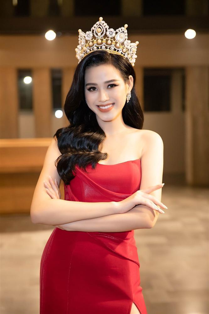 Đỗ Thị Hà đụng hàng váy xẻ cao với Đỗ Mỹ Linh, fan thả tim tới tấp cho cả hai nàng hậu-3