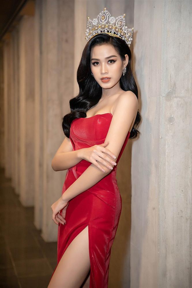 Đỗ Thị Hà đụng hàng váy xẻ cao với Đỗ Mỹ Linh, fan thả tim tới tấp cho cả hai nàng hậu-6
