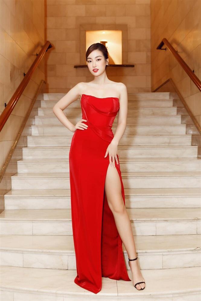 Đỗ Thị Hà đụng hàng váy xẻ cao với Đỗ Mỹ Linh, fan thả tim tới tấp cho cả hai nàng hậu-7