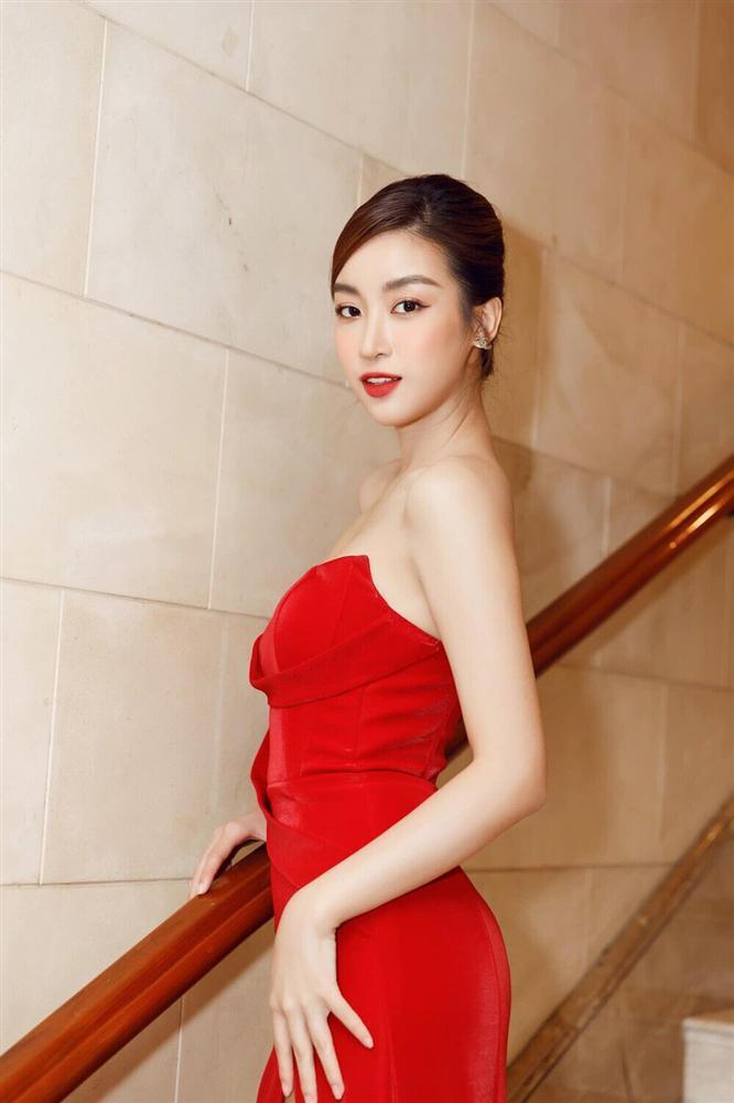 Đỗ Thị Hà đụng hàng váy xẻ cao với Đỗ Mỹ Linh, fan thả tim tới tấp cho cả hai nàng hậu-10