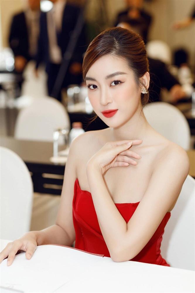 Đỗ Thị Hà đụng hàng váy xẻ cao với Đỗ Mỹ Linh, fan thả tim tới tấp cho cả hai nàng hậu-9
