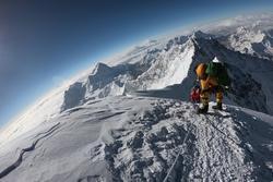'Tim đập chân run' khi đi qua khe núi hiểm trở bậc nhất thế giới