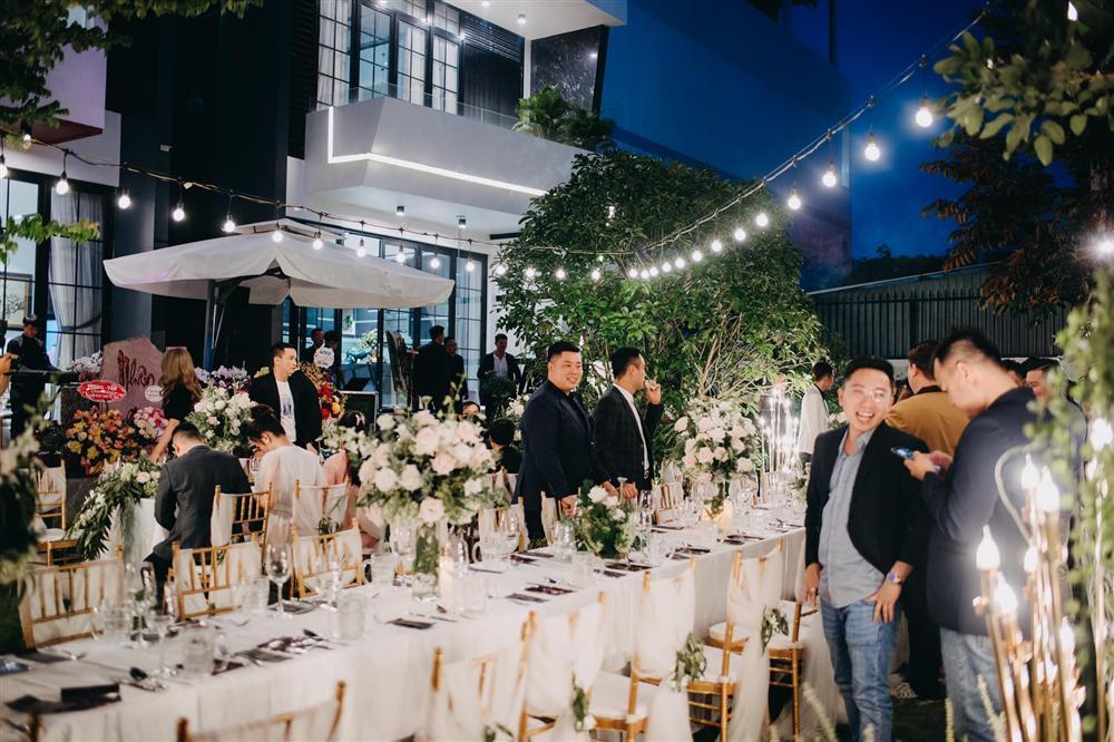 Tiệc kỷ niệm 40 cưới cực hoành tráng của bố mẹ Quốc Trường-11