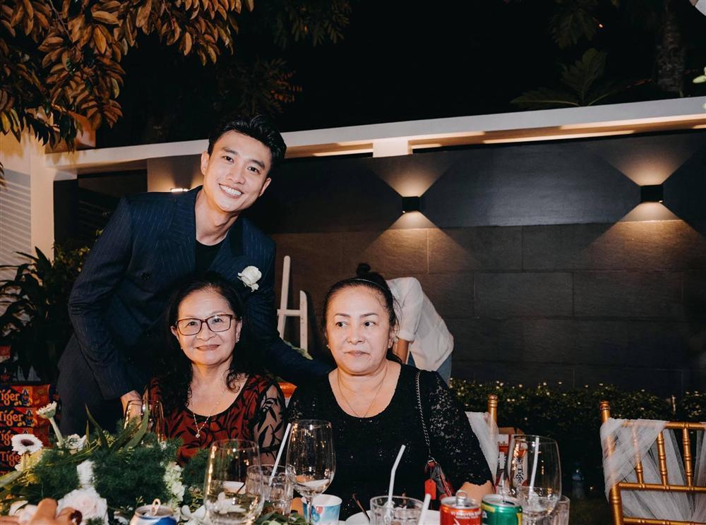 Tiệc kỷ niệm 40 cưới cực hoành tráng của bố mẹ Quốc Trường-13
