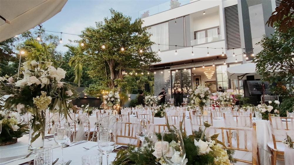 Tiệc kỷ niệm 40 cưới cực hoành tráng của bố mẹ Quốc Trường-2