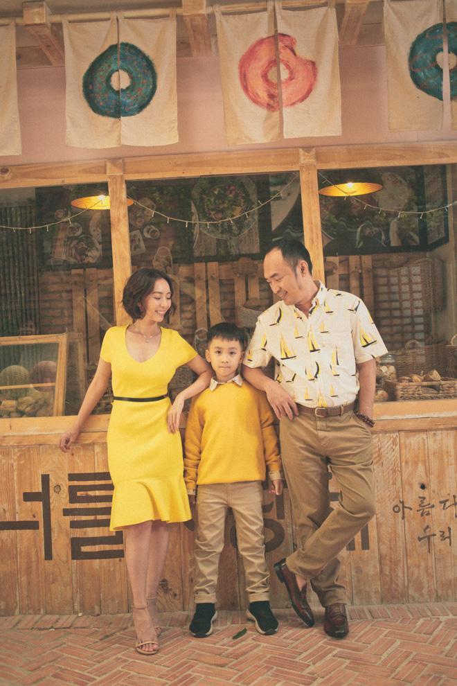 Con trai Thu Trang ngủ bồn tắm khi vào khách sạn với bố mẹ-3