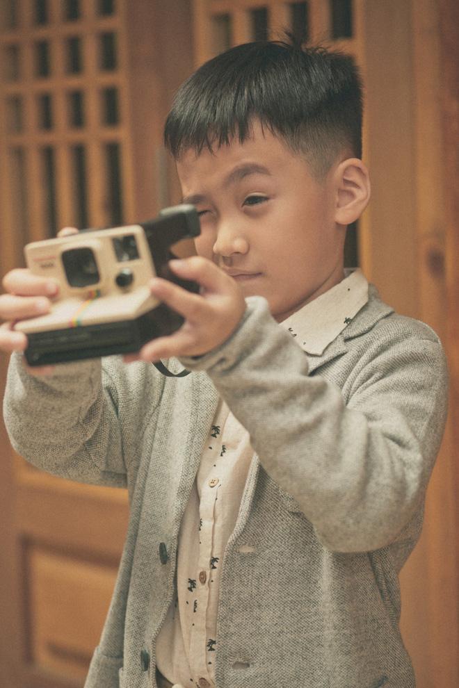 Con trai Thu Trang ngủ bồn tắm khi vào khách sạn với bố mẹ-5