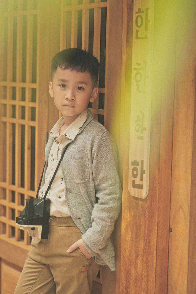 Con trai Thu Trang ngủ bồn tắm khi vào khách sạn với bố mẹ-6