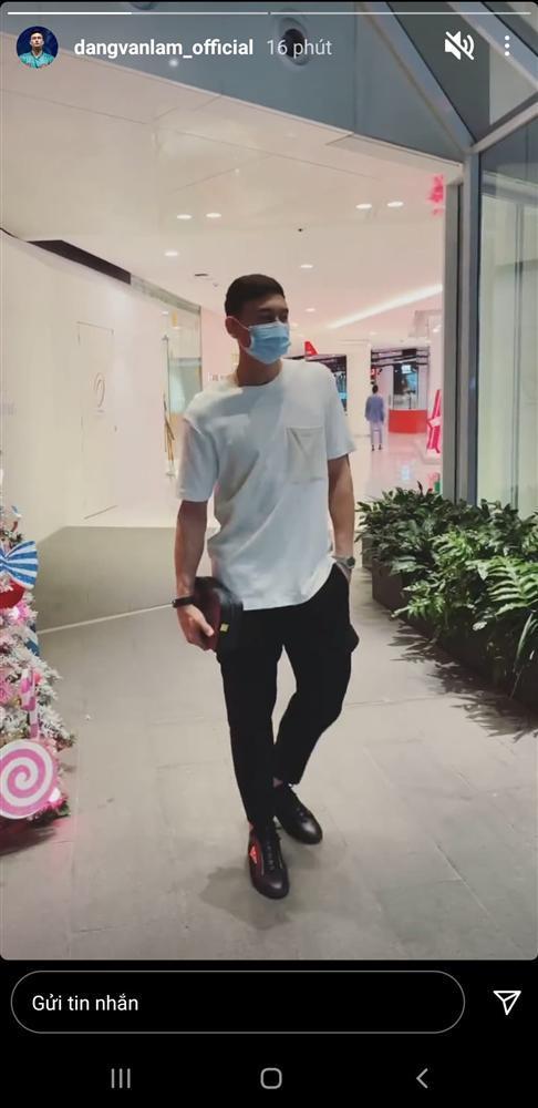 Văn Lâm khi có Yến Xuân bên cạnh: Đi hẹn hò thỏa thích, ngẫu hứng nhảy giữa trung tâm thương mại-1