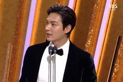 'Cuộc chiến thượng lưu' giành hàng loạt giải thưởng cuối năm, Lee Min Ho chiếm trọn spotlight