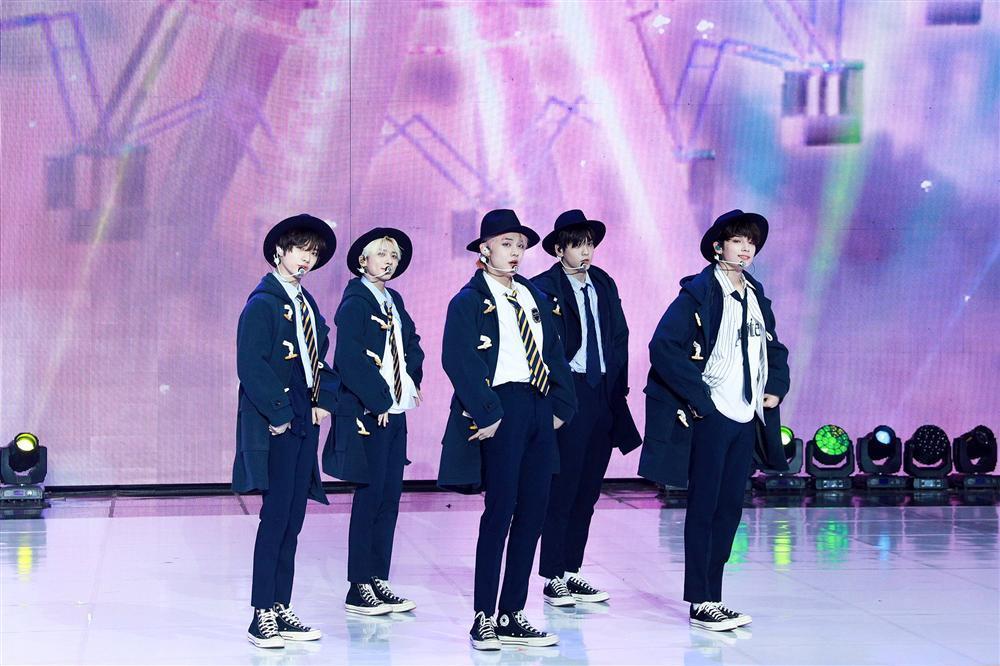 Big Hit 2021 New Year's Eve Live: BTS lần đầu xuất hiện với đội hình số 7 cùng Suga-2