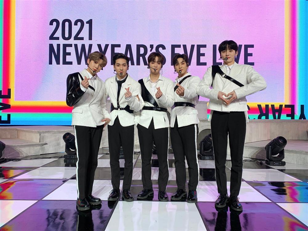 Big Hit 2021 New Year's Eve Live: BTS lần đầu xuất hiện với đội hình số 7 cùng Suga-3