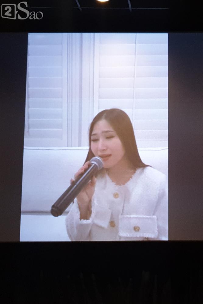 Hương Tràm gửi lời xin lỗi đến gia đình vì không thể về Việt Nam ăn Tết-4