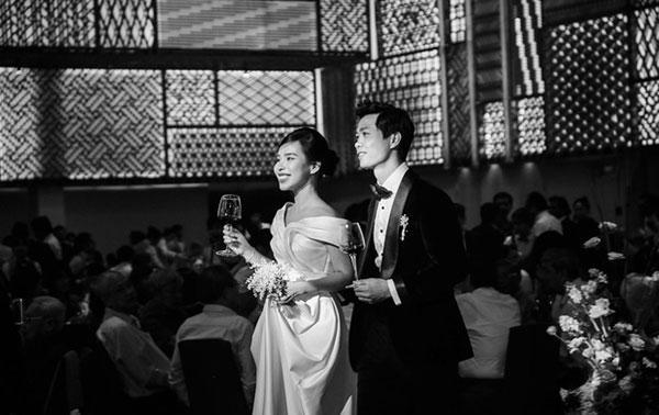 Đầu 2021, Công Phượng mở bát lộ loạt ảnh đẹp long lanh với Viên Minh sau 3 siêu đám cưới-1