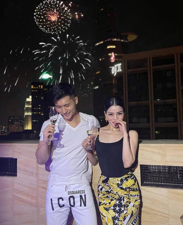 Lệ Quyên - Lâm Bảo Châu công khai ảnh tình tứ đón năm mới-1