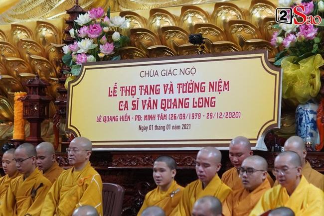 Tang lễ Vân Quang Long tại Việt Nam: Vợ ôm di ảnh, Việt Hương u buồn-1