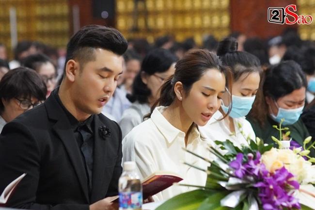 Tang lễ Vân Quang Long tại Việt Nam: Vợ ôm di ảnh, Việt Hương u buồn-7