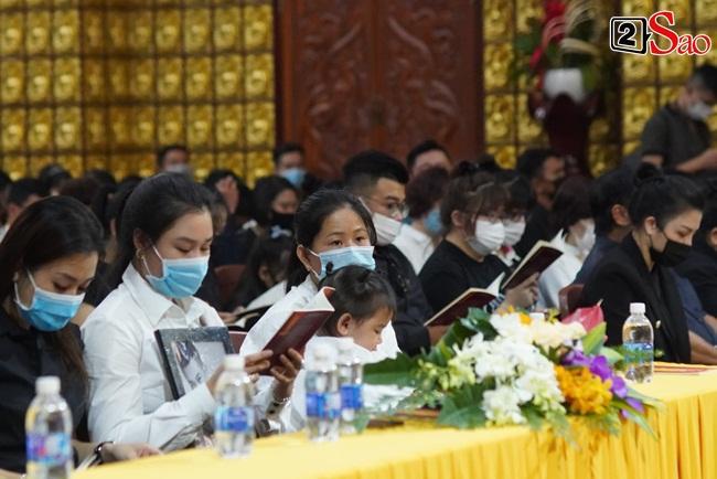Tang lễ Vân Quang Long tại Việt Nam: Vợ ôm di ảnh, Việt Hương u buồn-3