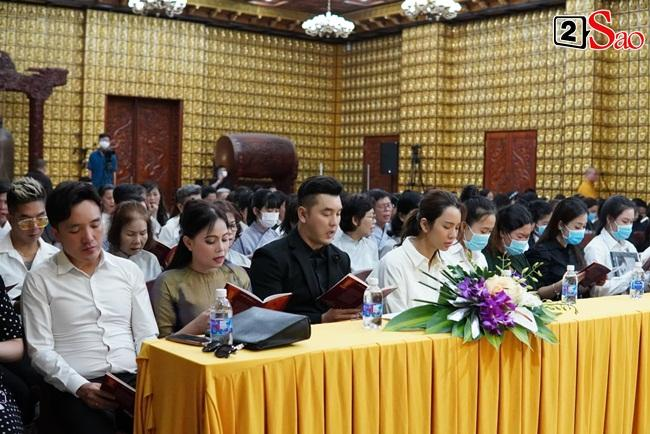 Tang lễ Vân Quang Long tại Việt Nam: Vợ ôm di ảnh, Việt Hương u buồn-5