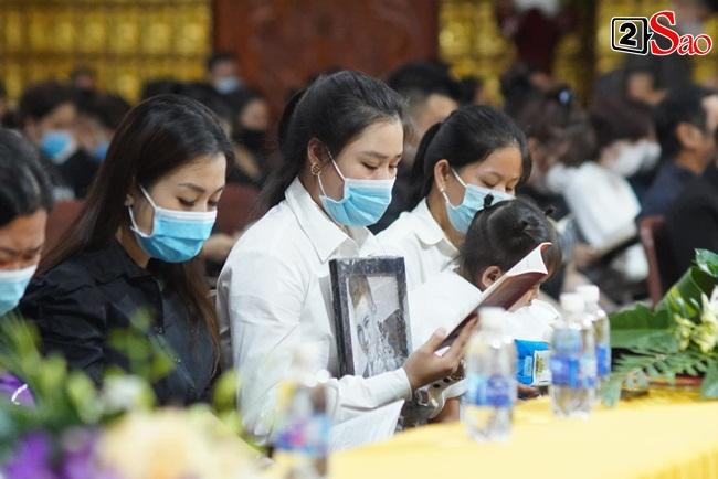 Tang lễ Vân Quang Long tại Việt Nam: Vợ ôm di ảnh, Việt Hương u buồn-4