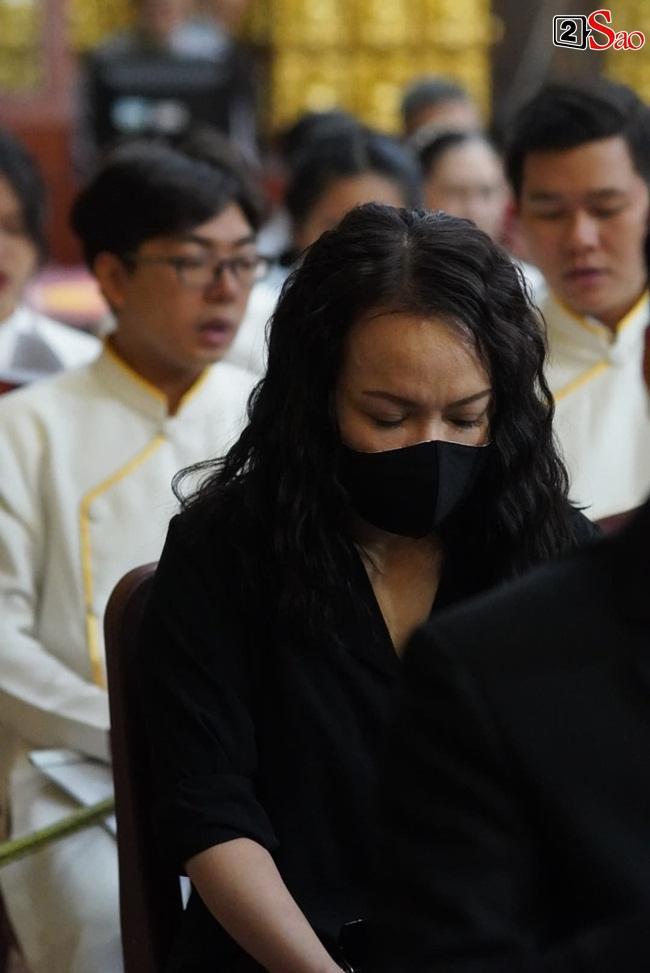 Tang lễ Vân Quang Long tại Việt Nam: Vợ ôm di ảnh, Việt Hương u buồn-9