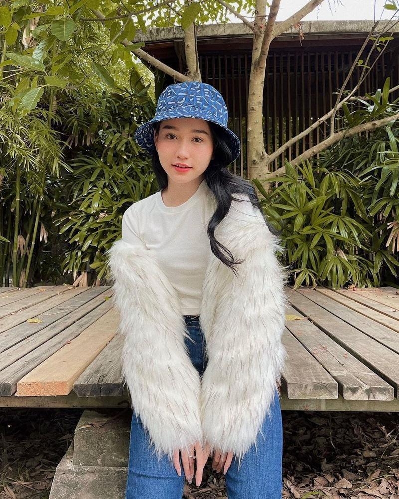 STREET STYLE: Đào Bá Lộc đi boots cao gót - Linh Ka xách túi trăm triệu xuống phố-4