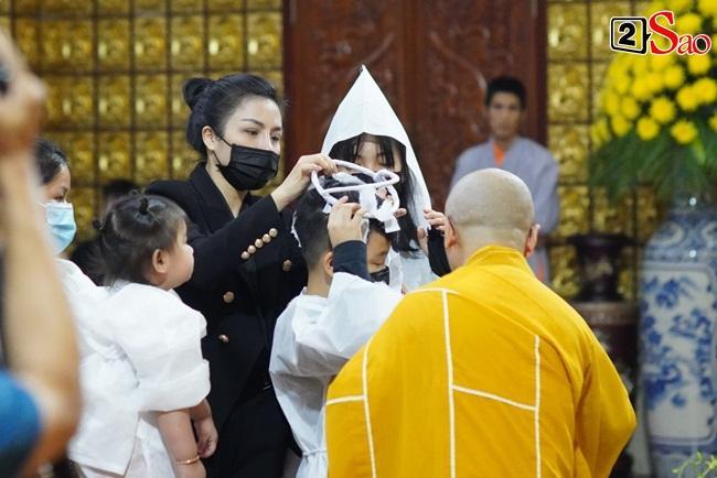 Xót xa cảnh vợ cũ - vợ mới cùng 3 con chịu tang Vân Quang Long-3
