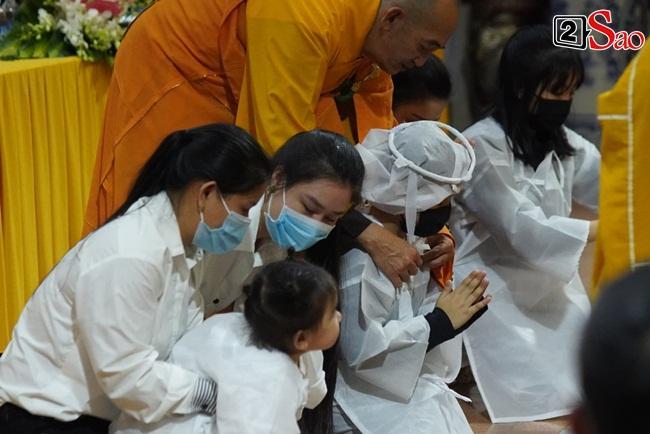 Xót xa cảnh vợ cũ - vợ mới cùng 3 con chịu tang Vân Quang Long-4