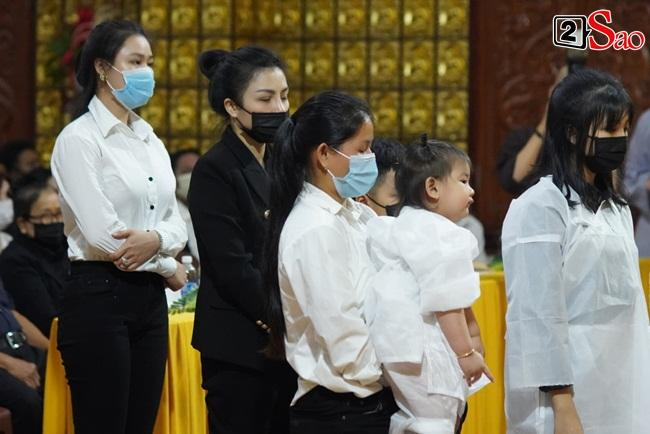 Xót xa cảnh vợ cũ - vợ mới cùng 3 con chịu tang Vân Quang Long-2