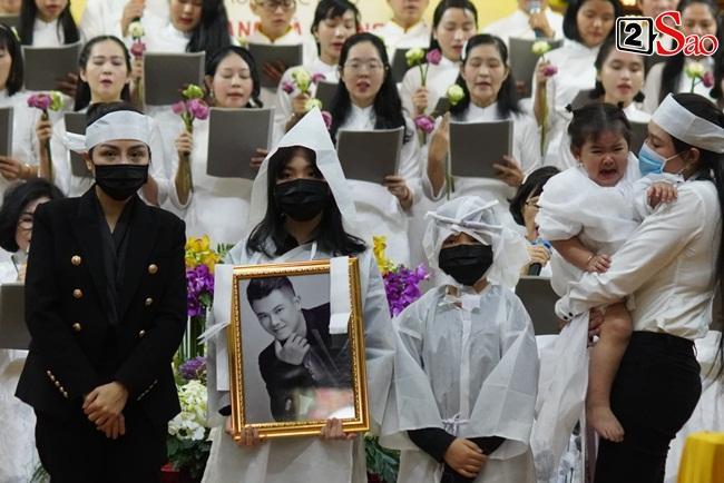 Xót xa cảnh vợ cũ - vợ mới cùng 3 con chịu tang Vân Quang Long-10