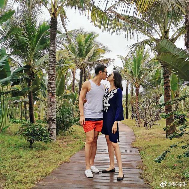 MC Tạ Na và hoa hậu Trương Tử Lâm cùng thông báo mang thai-2