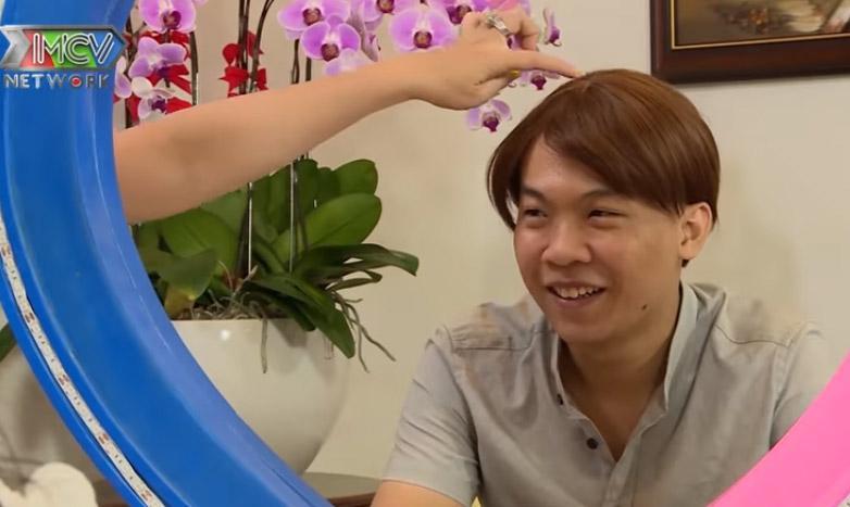 Đội tóc giả đi hẹn hò, anh chàng lột tóc khiến ai cũng bất ngờ-8