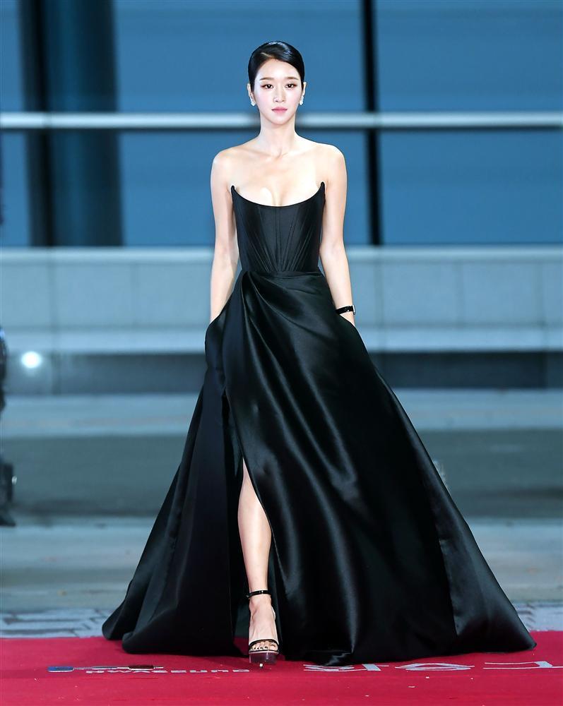 Từ 1 chiếc đầm mà điên nữ Seo Ye Ji diện, sao Việt có 5 bản sao khác nhau-1
